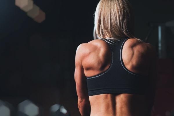 schiena-di-donna-atletica-fitness